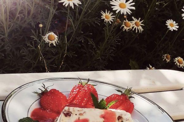 Nougat glacé au coulis de fraises